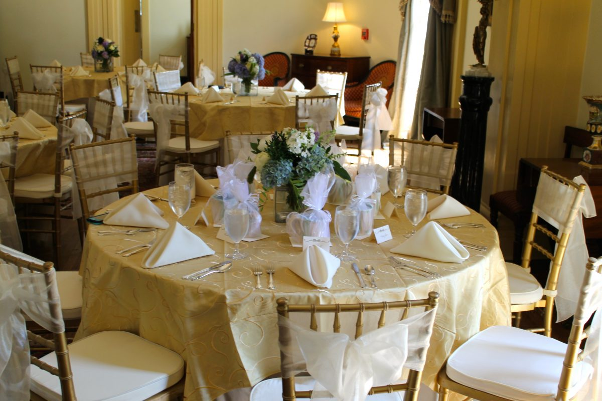 Gold-Swirl-with-Gold-Chiavari